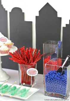 All you need are these 5 simple ideas for a fun Superman party. These Super hero party ideas will inspire any diy'er who's short on time. Superhero Party Food, Superman Birthday Party, 3rd Birthday Cakes, Boy Birthday Parties, Birthday Ideas, Superman Baby Shower, Superhero Baby Shower, Adoption Party, Party Time