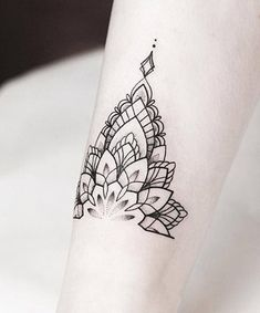Mandala tattoo design ideas that are anything but basic. These mandala designs aren't just beautiful -- a mandala tattoo's meaning is also significant. Mandala Tattoo Design, Butterfly Mandala Tattoo, Mandala Foot Tattoo, Mandala Tattoo Meaning, Geometric Mandala Tattoo, Mandala Sleeve, Henna Tattoo Designs, Tattoo Ideas, Designs Mehndi