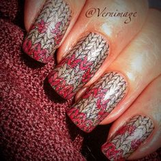 Complex sweater-knit nail design - maybe not summery but definitely hot | Simple Fair Isle jacquard pattern nail art by Gen