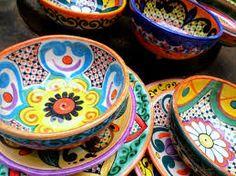 Resultado de imagen para platos pintados mexicano Mexican Ceramics, Black Clay, Hand Painted Ceramics, Plates And Bowls, Ceramic Painting, Kitchen Recipes, Artisan, Pottery, Tableware
