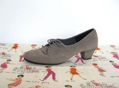 SOLD / Vintage 1960s Daniel Green Outdorables / Gray Leather Oxford Heels / Shoes by VelouriaVintage, $34.00 #vintage #danielgreen