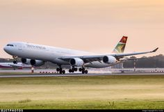 Photo of ZS-SNB - Airbus A340-642 - South African Airways