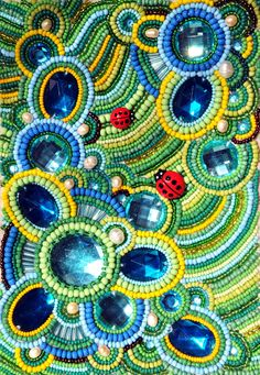 From Green-Bear-Cub: вышивка бисером Beaded cabochons attached to fabric and great use of design and color. Beaded Bags, Beaded Jewelry, Green Bear, Motifs Perler, Pearl Embroidery, Beaded Crafts, Beading Techniques, Point Lace, Fabric Beads