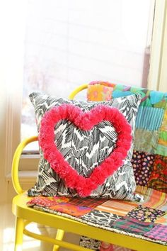 s pom pom pillow - apartment therapy tutorials apartment therapy va Valentine Day Boxes, Valentine Day Crafts, Apartment Therapy, Cute Crafts, Diy And Crafts, Diy Pillows, Throw Pillows, Cushions, Do It Yourself Decorating