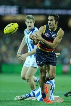 Got it: Adelaide's Eddie Betts wins the ball. Australian Football, Rugby Players, Great Team, Football Team, Finals, Baseball Cards, Running, Crows, Orlando