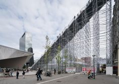 A giant staircase from Stationsplein, Rotterdam's central station, to the top of the Groot Handelsgebouw. The giant staircase, designed by MVRDV… Parvis, Central Station, Scaffolding, Dezeen, Installation Art, Art Installations, Stairways, Architecture Design, Staircase Architecture