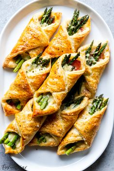 Prosciutto Asparagus Puff Pastry Bundles (appetizer) - Fox and Briar