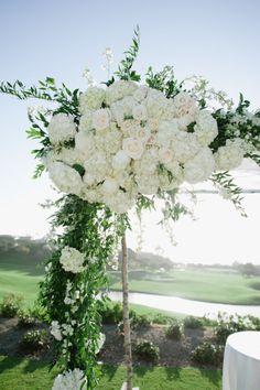 Hydrangea + Rose arch. Photography: Hazelnut Photography - hazelnutphotography.com
