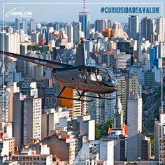 São Paulo, a maior metrópole do Brasil, também é a cidade com a maior frota de helicópteros no mundo. 😱Somente na capital, segundo levantamento realizado em 2013, há mais de 411 aeronaves registradas.🚁🌆    #VoeAvalon #CuriosidadeAvalon #HelicópterosCuriosidade