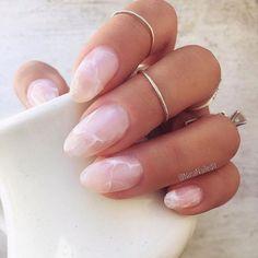 Beauty Trend - Crystal Nails, rose quartz nails The hottest new nail art trend for 2017 is crystal nails! Rose quartz, amethyst, geode nail art, gem stone nails are super hot right now! Rose Quartz Nails, Pink Quartz, Almond Nails Designs, Nagellack Trends, Marble Nail Art, Pink Marble, Black Marble, How To Marble Nails, Crystal Nails