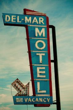 Del Mar Motel vintage neon sign - Fresno, CA. Photo by Retro Roadside Photo Cool Vintage, Vintage Neon Signs, French Vintage, Art Deco Decor, Decoration, Decor Diy, Decor Ideas, Plywood Furniture, Retro Signage