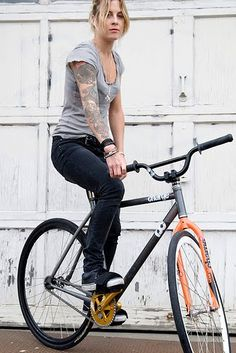 Juliet Elliot / charge bikes