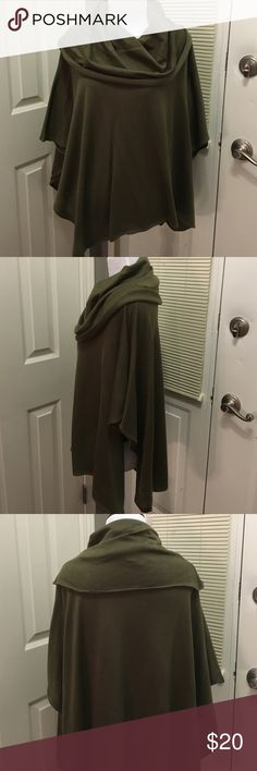 Hunter green shawl to wear over jeans or leggings! Super trendy shawl only worn once! Looks great w a long sleeve or quarter length shirt underneath w a pairs of jeans or leggings and knee high boots! 👢 Nordstrom Rack Accessories Scarves & Wraps