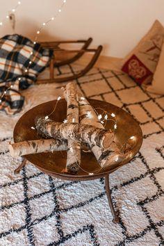 DIY déco : un faux feu de bois dans un brasero - C by Clemence Led A Pile, Bougie Led, Cool Diy, Cool Stuff, Gadget, Holiday, Table, Furniture, Blog