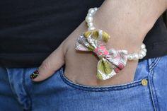 pulsera de perlas regalo de niña de las flores pulsera por Limbhad