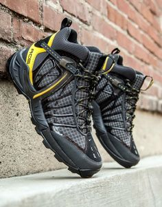 Save by Hermie Trail Shoes, Hiking Shoes, Hiking Sneakers, Tactical Shoes, Nike Boots, Fashion Shoes, Mens Fashion, Best Sneakers, Sneaker Boots