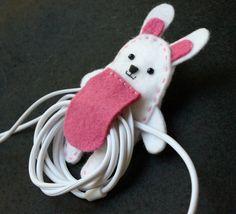 Organizador de fone de ouvido coelhinho