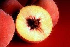Como Montar uma Fabrica de Doces Doce de Pessegos Fábrica de Doce de Pêssego O pêssego fruta do pessegueiro é uma das mais apreciadas em forma de doce.  Podendo ser doce em compota, geléias, doce em pasta e corte.  É uma fruta rica em fibras, não é muito calórica e possui aroma e textura incondicionais. saiba mais: http://www.engetecno.com.br/port/proj.php?projeto=como-montar-uma-fabrica-de-doce-de-pessego-com-capacidade-de-producao-de-3000-kg-por-dia