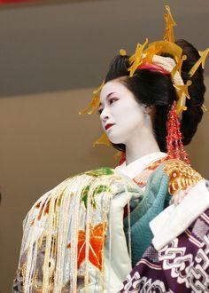 Le Oiran ( 花魁 ) erano le cortigiane di alto rango di Edo (l'attuale Tokyo). Iniziarono a prestare servizio durante il periodo Edo (16...
