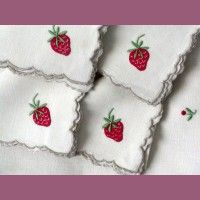 Strawberry Napkins | Appliqued Strawberry Madeira Vintage Linen Placemat Napkin Set