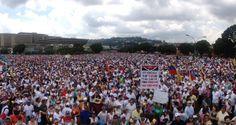 """Miles de opositores comenzaron hoy a concentrarse en varias ciudades del país para participar en la denominada """"Toma de Venezuela"""", convocada en protesta c"""