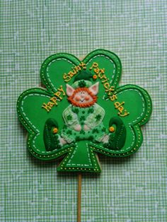 Lucky Leprechaun in the shamrock made by cookiely posted at Julia Usher's Cookie Connection website