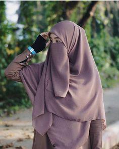 Niqab Fashion, Muslim Fashion, Muslim Girls, Muslim Women, Beautiful Hijab, Beautiful Asian Women, Anime Muslim, Islamic Girl, Hijabi Girl