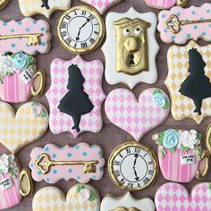 Alice In Wonderland Tea Party Birthday, Alice In Wonderland Cakes, Alice Tea Party, Wonderland Party, Girl Birthday Themes, First Birthday Parties, Cute Cookies, Sugar Cookies, Meme Party