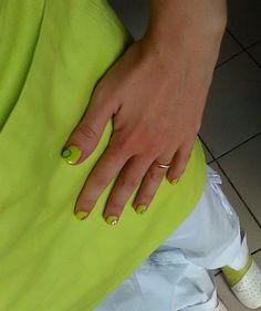 Nail art in tinta con la divisa Da i'Gela!   Green nail art with fruit pupa applications