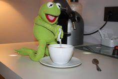 Kermit having a hard day at work and church Haha Funny Kermit Memes, Cartoon Memes, Funny Relatable Memes, Elmo, Sapo Frog, Sapo Kermit, Sapo Meme, Frog Meme, Frog Pictures