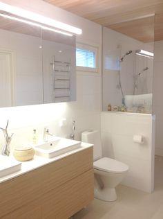 Laundry Room Bathroom, Bathroom Lighting, Light Bathroom, Beautiful Lights, Beautiful Bathrooms, Bathroom Interior, Sweet Home, Bathtub, House Design