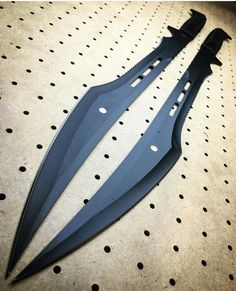 The best blades/armor/cosplay stuffs Relationship Goals couple goals memes Pretty Knives, Cool Knives, Ninja Weapons, Weapons Guns, Swords And Daggers, Knives And Swords, Armas Ninja, Cool Swords, Sword Design