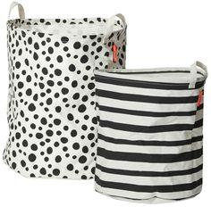Done By Deer Förvaringsbox 2-pack, Svart är två förvaringspåsar i en snygg svartvit mönstrad design. Påsarna kommer i två stora storlekar och passar in i alla sorters rum.  I dessa påsar kan du förvara allt, så som leksaker och kläder, eller använda dem som skräppåsar.<br><br>Mått: Ø 40 x 45 cm.<br>Mått: Ø 35 x 40 cm.<br><br>Material: 35 % bomull, 65 % polyester, polyeten behandlad yta.<br><br>Färg: Svart/Vit.<br><br>Tvättråd: Endast ...
