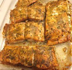 Somon la cuptor cu sos de soia Romanian Food, Carne, Zucchini, Pork, Food And Drink, Cooking Recipes, Fish, Meat, Vegetables