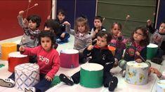 Taller Infantil de musica y movimiento Escuela de musica Albeniz Mayo 2015 Preschool Spanish, Preschool Music, Music Activities, Music Games, Teaching Music, Music For Kids, Yoga For Kids, Teachers Room, Bmg Music