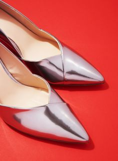 Högl's high-shine silver shoes have the ability to transform every look from simple to statement. Super flattering and designed to last the night, wear yours with everything from romantic ruffles to luxe sports separates.