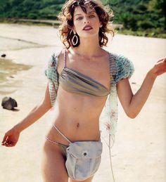Milla Jovovich desnuda y sexy para Paul W.S. Anderson