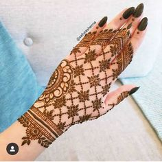 After the holy month of fasting comes Eid, the fest of joy, feasts, glam & mehndi adorned hands! Check out beautiful eid mehndi designs 2019 for some inspo! Henna Hand Designs, Mehndi Designs Finger, Mehandi Design For Hand, Mehndi Designs Feet, Simple Arabic Mehndi Designs, Stylish Mehndi Designs, Mehndi Designs For Beginners, Mehndi Designs For Girls, Wedding Mehndi Designs