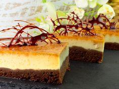 """Prăjitura """"Chocoflan"""" – această prăjitură va deveni desertul tău preferat. Romanian Food, Romanian Recipes, No Cook Desserts, Food Cakes, Sweet Memories, Cake Recipes, Caramel, Bakery, Cheesecake"""