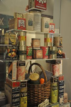 The Imperial War Museum - house. This is a very keen museum. 1940s Kitchen, Vintage Kitchen, Vintage Tins, Retro Vintage, Vintage Labels, 1940s Party, 1940s Home, 1930s, British Home