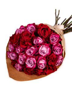 Despre trandafirii roșii se cunoaște faptul că sunt simbolul incontestabil al iubirii. I-am asociat cu eleganții și rafinații trandafirii mov care, la rândul lor, reprezintă iubirea durabilă, iar rezultatul este un buchet fermecător prin care îți poți exprima sentimentele față de persoana dragă. Designul simplu al buchetului face ca fiecare trandafir în parte să poată fi admirat. Comandă acum acest buchet, iar noi îl livrăm în doar 2-4 ore. #roses #trandafiri #florionline