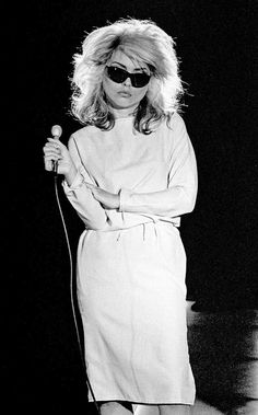 Debbie Harry of Blondie singing during the recording of a pop promo for their single 'Picture This' at Isleworth Studios, Isleworth, London on 21 August 1978 for Chrysalis Records Brian Cooke Blondie Debbie Harry, Debbie Harry Hot, Debbie Harry Style, Chris Stein, Monica Belluci, Estilo Rock, Denise Richards, Keith Richards, Catherine Deneuve