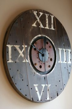 upcycle a wooden cable spool into a clock Wood Spool Furniture, Diy Furniture, Big Clocks, Cool Clocks, Reclaimed Wood Projects, Recycled Wood, Repurposed, Wooden Cable Spools, Wire Spool