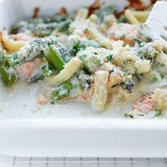 Makaron ze szparagami i łososiem - Przepis
