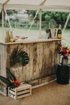 Cocktail bar idea for tropical wedding themes lilac Vibrant Tropical Wedding Ideas Tropical Party, Tropical Decor, Tropical Garden, Tropical Furniture, Tropical Wedding Decor, Tropical Interior, Hawaii Wedding, Destination Wedding, Wedding Themes