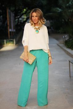 Mes Voyages A Paris The palazzo pant trend is making a huge comeback this spring / summer See how to wear it with these 10 super-chic palazzo pant summer outfits. Classy Outfits, Chic Outfits, Spring Outfits, Fashion Outfits, Workwear Fashion, Rock Outfits, Fashion Blogs, Emo Outfits, Fashion Ideas