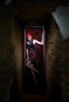 """Kahlen Rondot, """"Wrath"""" . America's Next Top Model, Cycle 4 >   Photo Shoot 7: 7 Deadly Sins in a graveyard"""