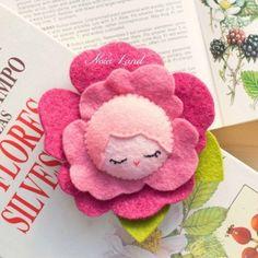 """Patterns and ideas of felt"" Felt Diy, Handmade Felt, Handmade Flowers, Felt Crafts, Diy And Crafts, Crafts For Kids, Handmade Dolls, Felt Flowers, Fabric Flowers"