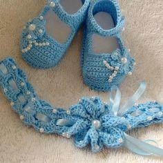 Sapatilha E Tiara Crochet Baby Sandals, Crochet Baby Clothes, Baby Shoes Pattern, Crochet Projects, Headbands, Crochet Necklace, Crochet Patterns, Clip Art, Knitting