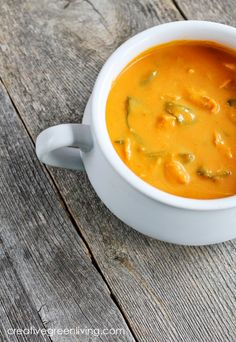 Chicken Carrot & Coconut Curry Soup - This soup is warm and creamy as well as a great way to use up leftover chicken. Chicken Curry Soup, Homemade Chicken Soup, Chicken Soup Recipes, Recipe Chicken, Whole30 Soup Recipes, Paleo Soup, Cooking Recipes, Healthy Recipes, Healthy Soups